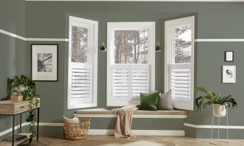 LL_2019_Shutters_Arctic_89mm_Moda_L_Frame_Cafe_Bay_Window-Seat_Main_Open_Green